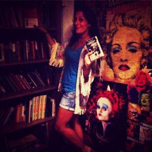 En la Libreria con mi nuevo Libro