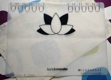 Lotus Mat y Mochi Stamper de Bundle Monster.1